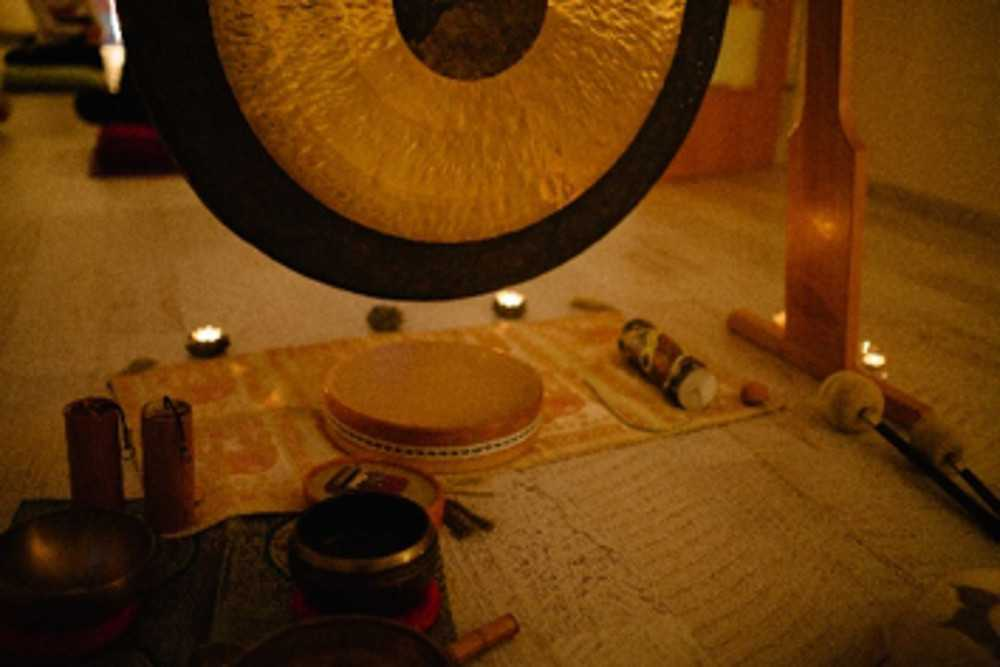 Gong & Nidra with light inside